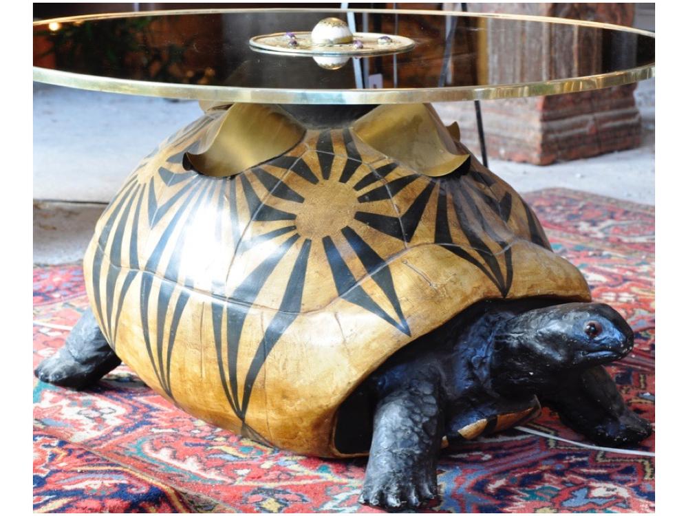 Schildpad salontafel van ontwerper Antony Redmile.