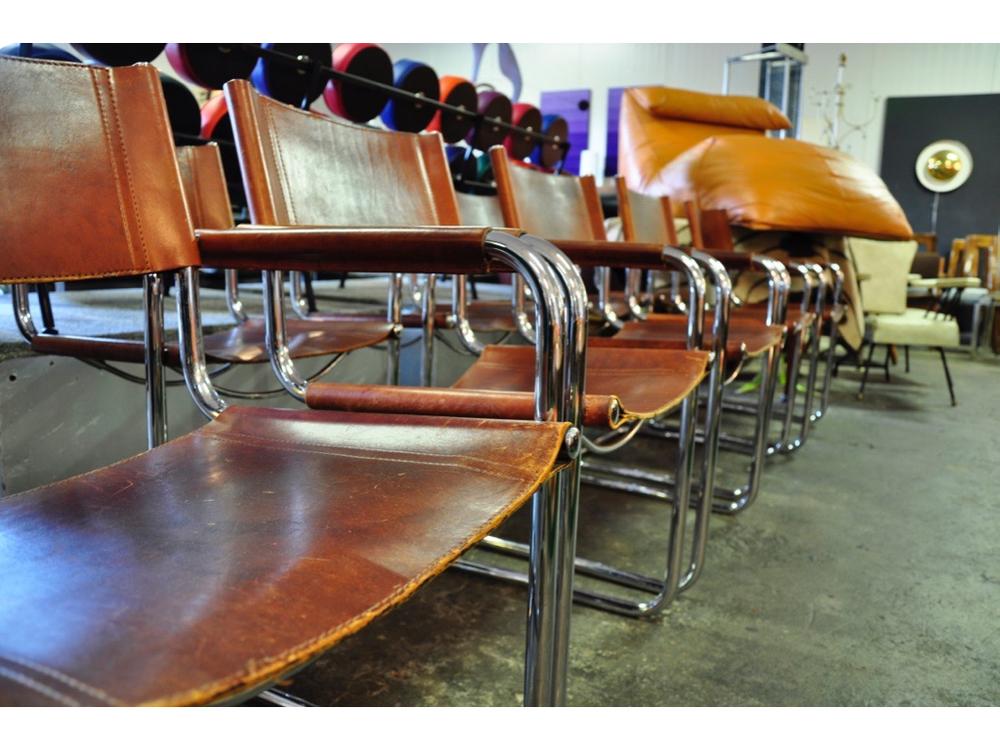 Set van 8 tuigleren stoelen € 1895,-