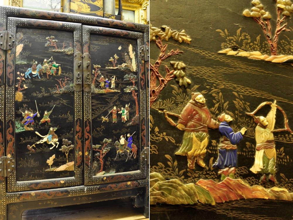Zwart laquéhouten kast uit China. De deuren en zijkanten met spekstenen voorstellingen van jachttaferelen en bloesemtakken.Laat 19e eeuw.Richtprijs € 400-600. (b85xh113xd41).