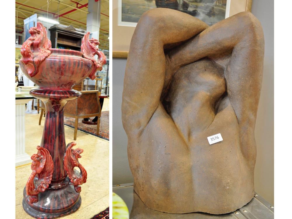 Keramieken sculptuur van man door Wim van Nuenen, richtprijs € 200-€ 300.