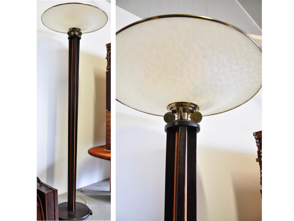 Art deco vloerlamp van glas en messing,€ 1250,-.