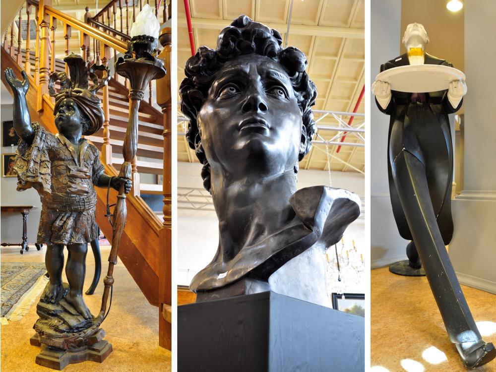 """Set bronzen schemerlampen (153 cm),richtprijs € 1400-1600. Zwart metalen sculptuur hoofd van David (115cm),richtprijs € 800-1200. Kunststof sculptuur """"butler Joost"""" van V&D jaren '90 (166 cm),richtprijs € 300-400."""