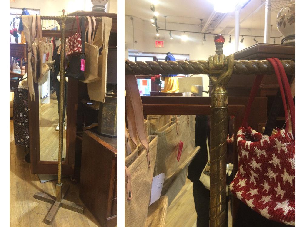 Fantastisch toch deze hanger voor accessoires; tassen, sjaals, sieraden, riemen...... Ik zie hem wel staan in mijn gang!