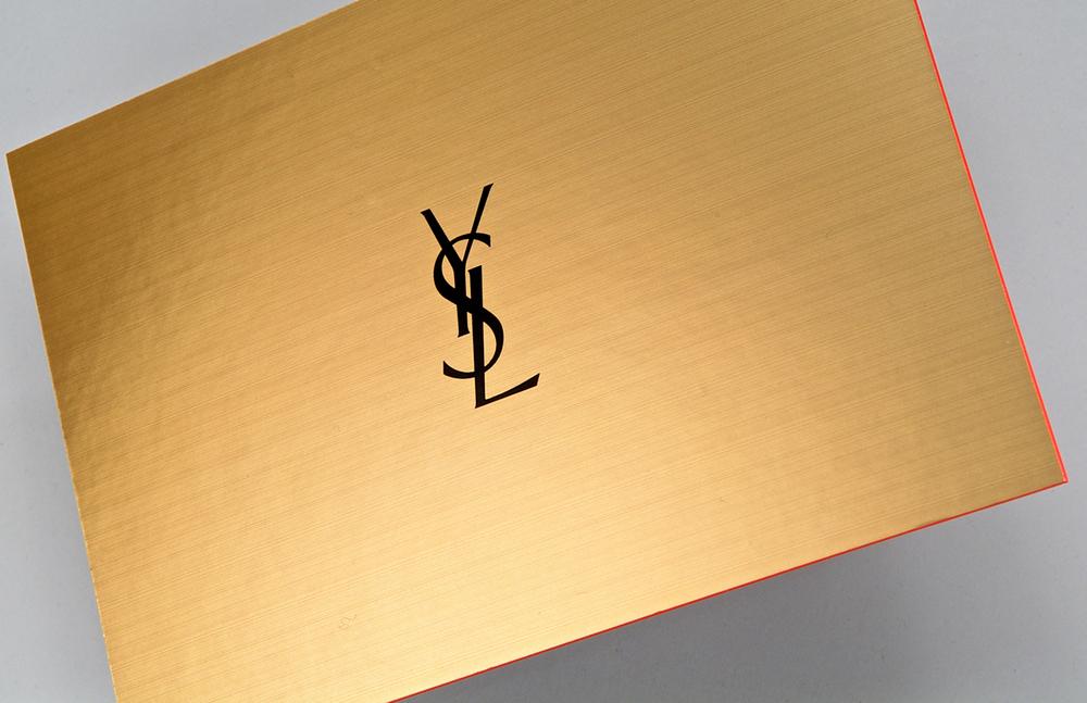 Imprimerie-du-marais-paris-imprimeur-impression-luxe-gaufrage-serigraphie-dorure-reliure-faire-part-haut-de-gamme-offset-couture-singer-decoupe-07.jpg