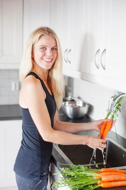 Vegetarløperen. På kjøkkenet med gulrøtter.jpeg