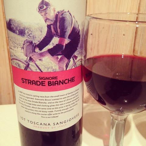 Man kan få mange rare idéer av rødvin - for eksempel at man skal løpe maraton dagen etter! Kan det ha hatt noe å gjøre med syklisten på etiketten?