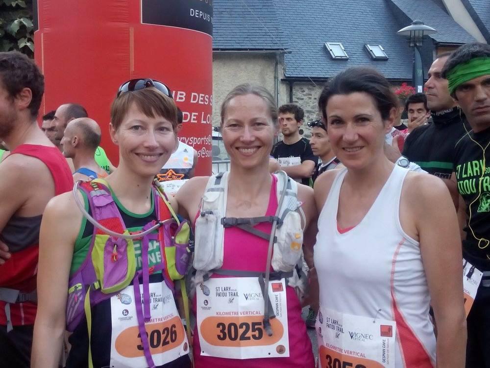 Sara Nustad Mauland sammen med to andre ultraløpere og veganere - søsteren Mari (i midten) og Sarah Cameron (til høyre). Alle er med i løpegruppa Vegan Runners.