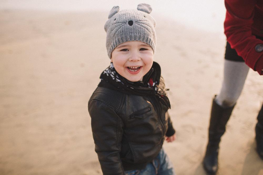 Le petit Thom est très souriant!