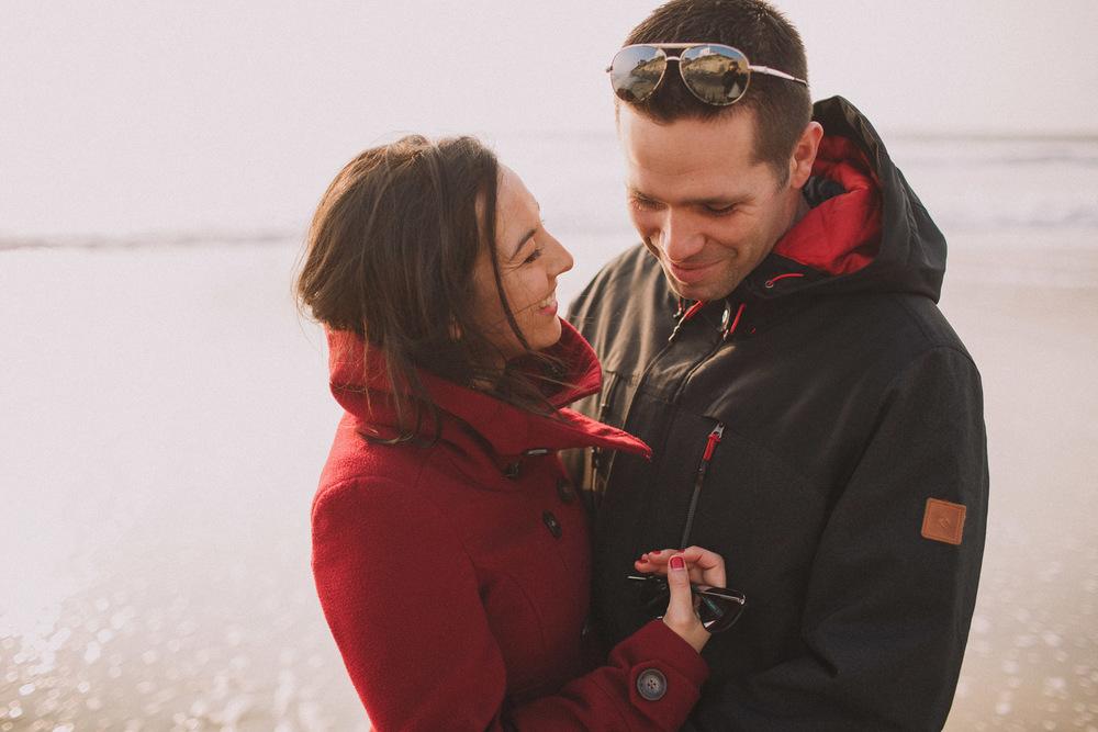 Un couple heureux et amoureux.