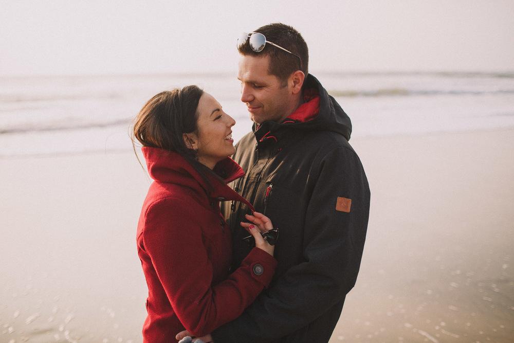 Emotions dans les regards capturés pour le photographe de mariage.