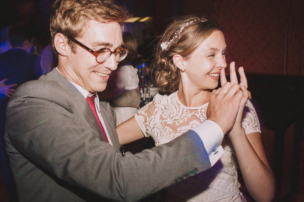 Photographe-mariage-bordeaux-jeremy-boyer-destination-wedding-chateau-pape-clement-emotion-amour-80.jpg