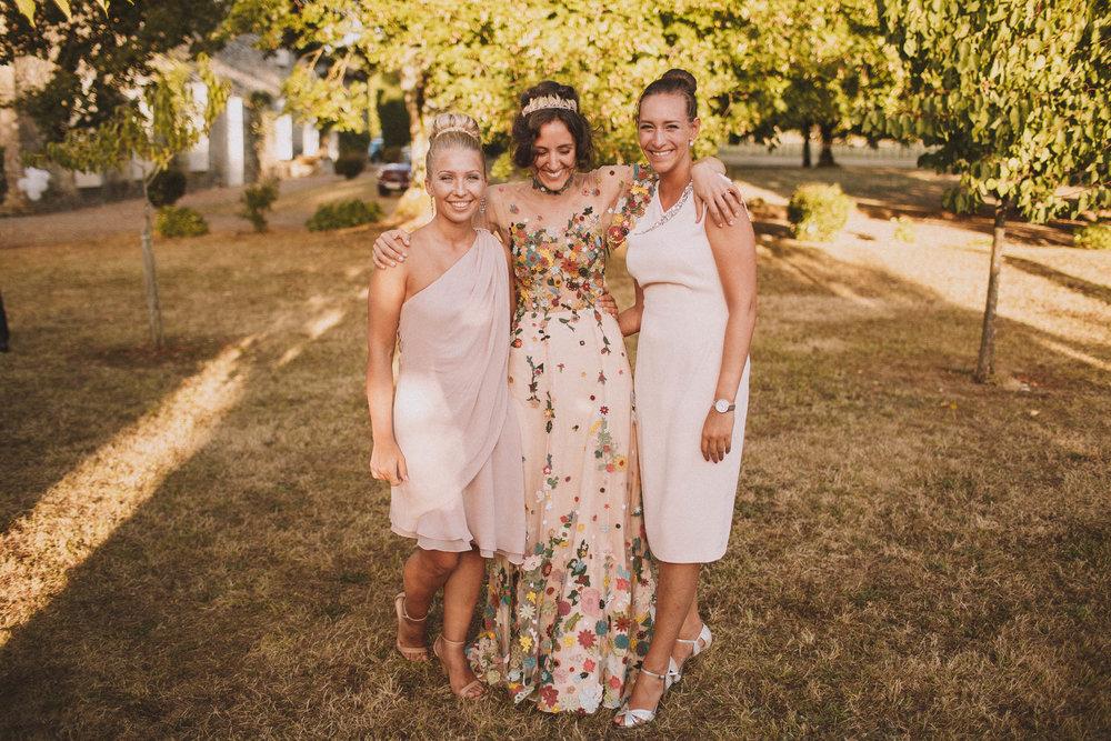 Photos de groupe, photo de famille pour cette magnifique mariée et ses demoiselles d'honneur.
