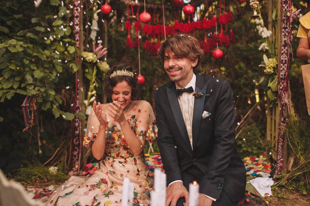Cérémonie laïque de mariage pour ce couple magnifique.