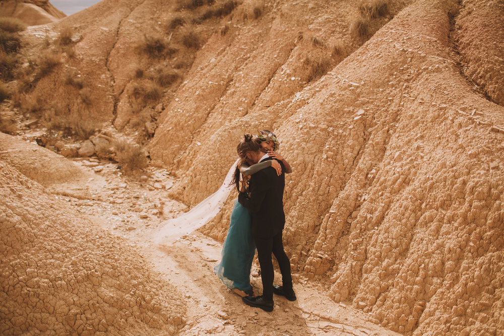 Bardenas-Spain-wedding-photographer-destination-dress-elopement-ceremony-desert-couple-love-jeremy-boyer-92.jpg