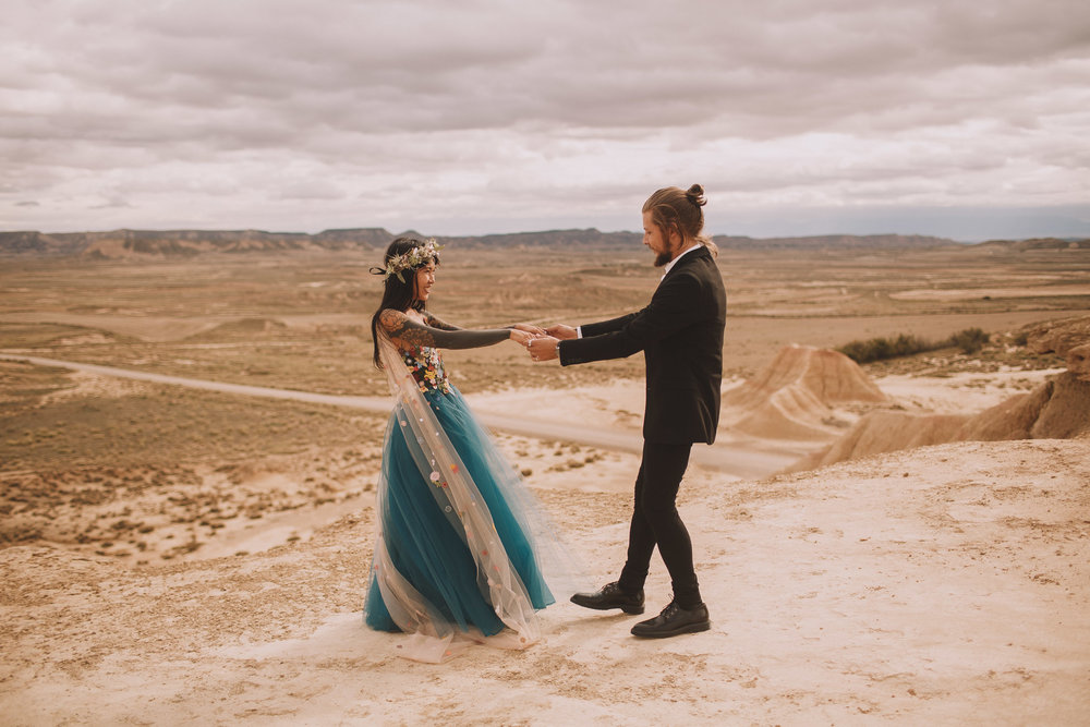 Bardenas-Spain-wedding-photographer-destination-dress-elopement-ceremony-desert-couple-love-jeremy-boyer-120.jpg