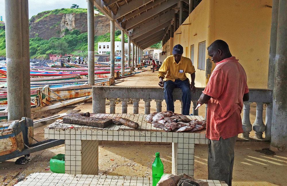 Lokala fiskare i Sombedjoun