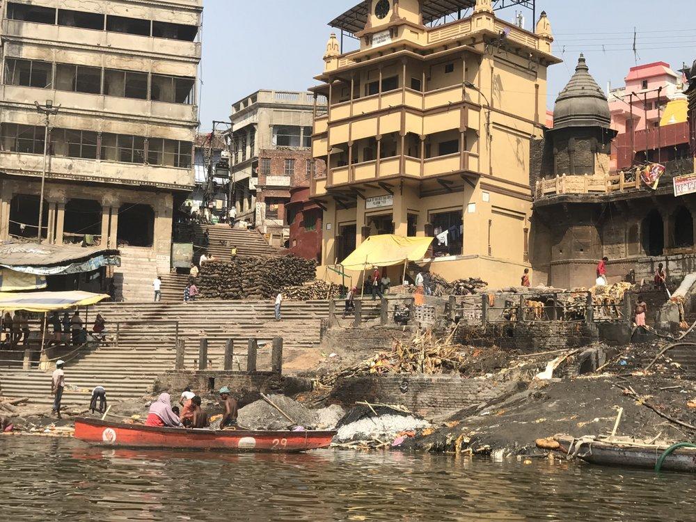 Kremering vid floden Ganges, Varanasi