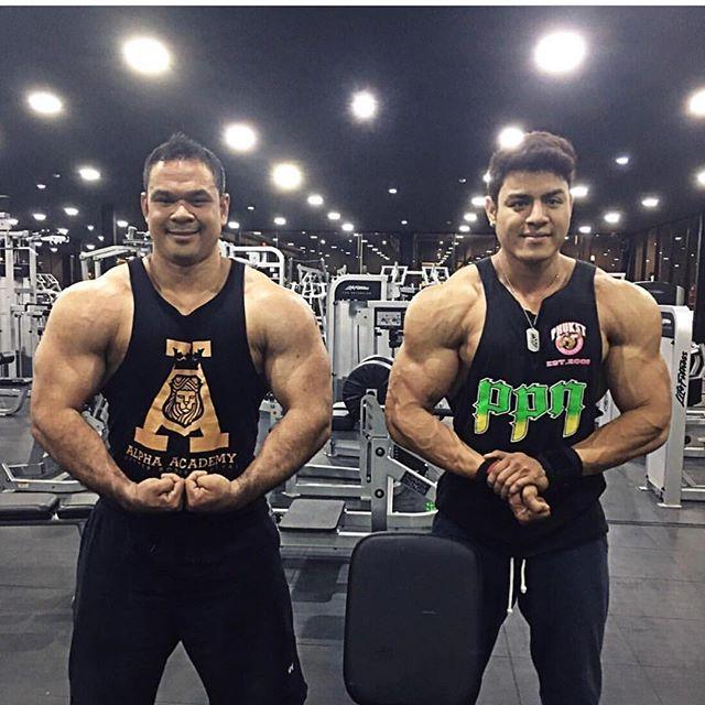Xmas flex from the boys 🙌🏼🙌🏼 #pronutritionthailand #phuketpronutrition #ppn #bodylikeaboss #bodybuilding #thailand #champion