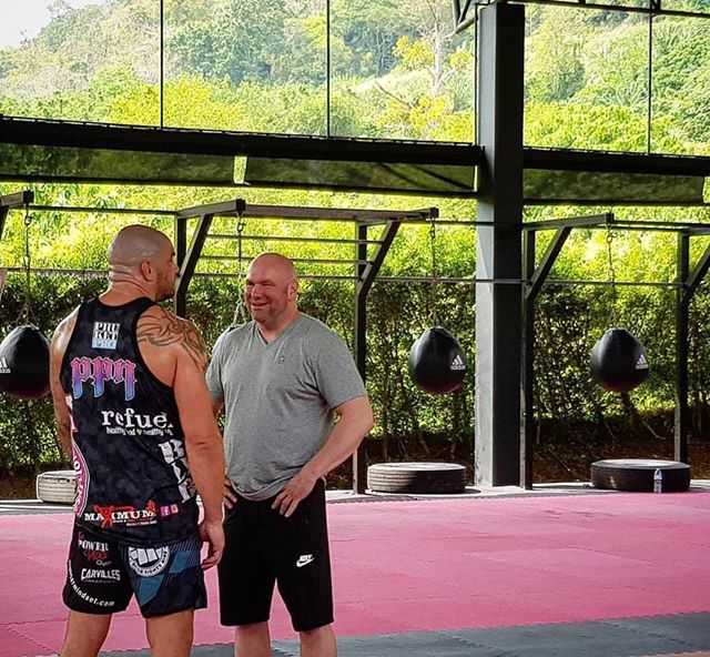 @pronutritionthailand sponsored fighter @mcsweeneymma talking big boys buis with his old boss, UFC's @danawhite at @akathailand 👊🏼👊🏼 #ufc #mcsweeneymma #danawhite #akathailand #pronutritionthailand #ppn #bodylikeaboss