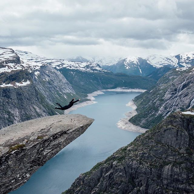 Flying #awesomeview #trolltunganorway #trolltunga #traveling #igerscz #czechphoto by @matescho