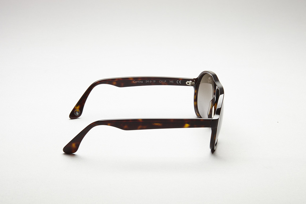 http://www.domvetro.com/dv-collection/dark-tortoise-cortina