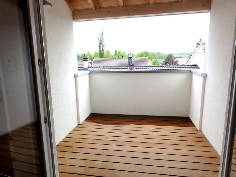 Dachbalkon mit Holz Terrassendeck