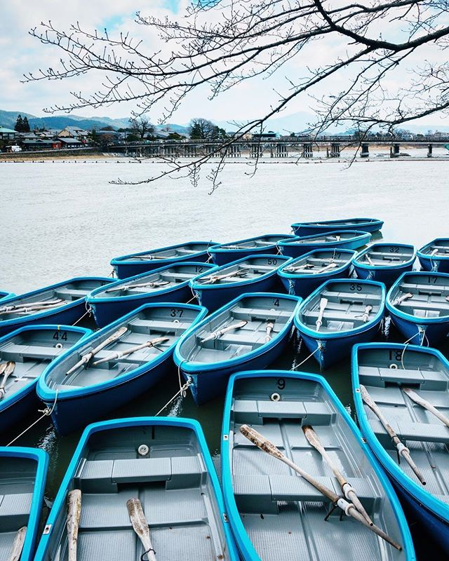 I thought I was lost, but it turned out to be a perfect spot for me to have a fresh perspective of Arashiyama. 🛶 . #kyoto #japan #visitjapan #boats #urbanlandscape #landscape #travel #wanderwisely #travelphotography #arashiyama  #渡月橋 #beautifuldestinations #letsgosomewhere