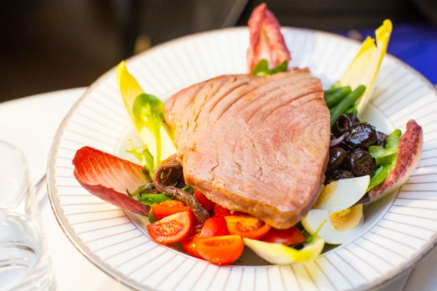 tuna-steak-salad-corinthia-london.jpg