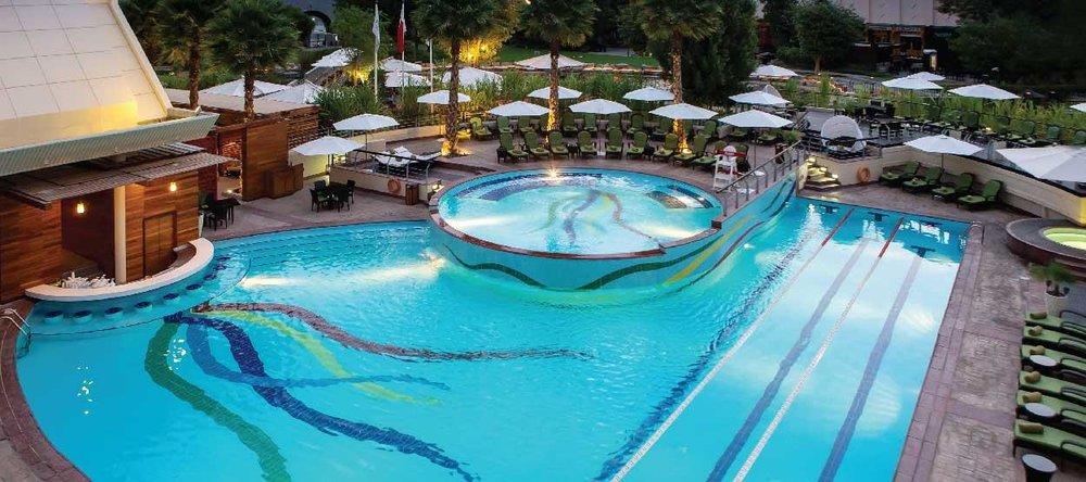 jumeirah-creekside-hotel-the-aviation-club-pool-01-hero.jpg