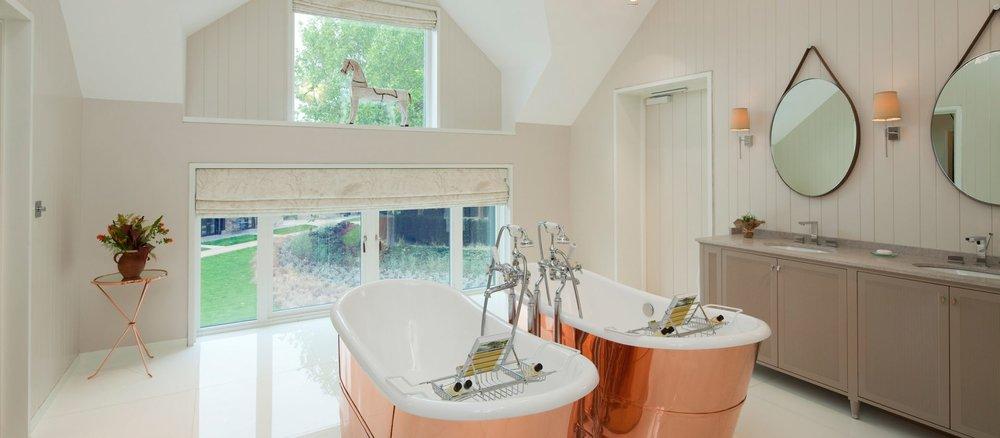 ascot-coworth-park-stable-premium-suite-fairway-bathroom-landscape-1920x840.jpg