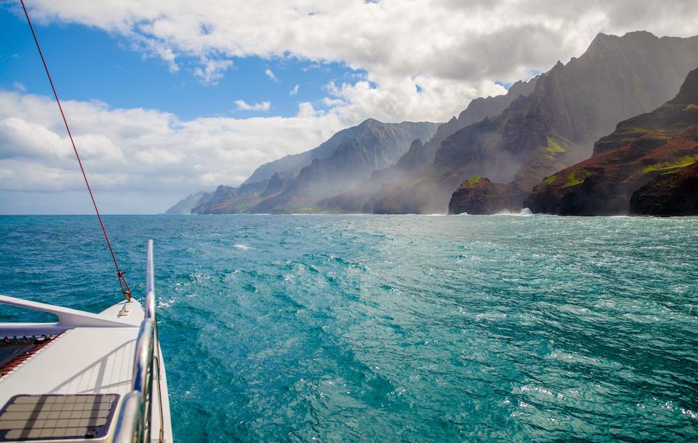 ©TCS_as_121585949_yacht_hawaii.jpeg