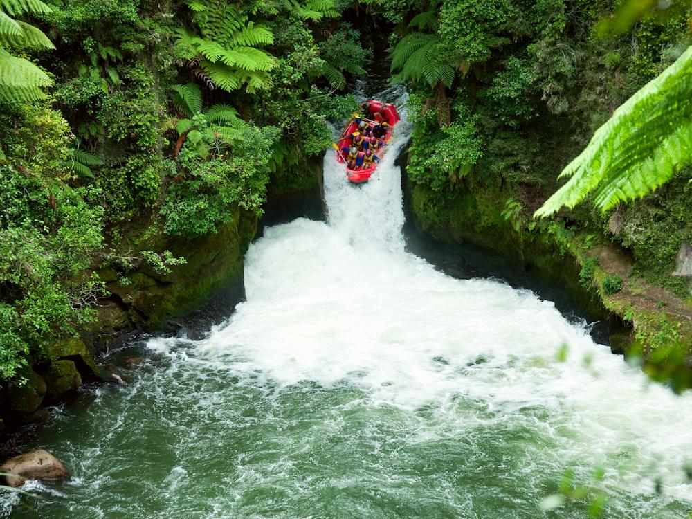 ©TCS_is_176833038_newzealand_riverraft.jpg
