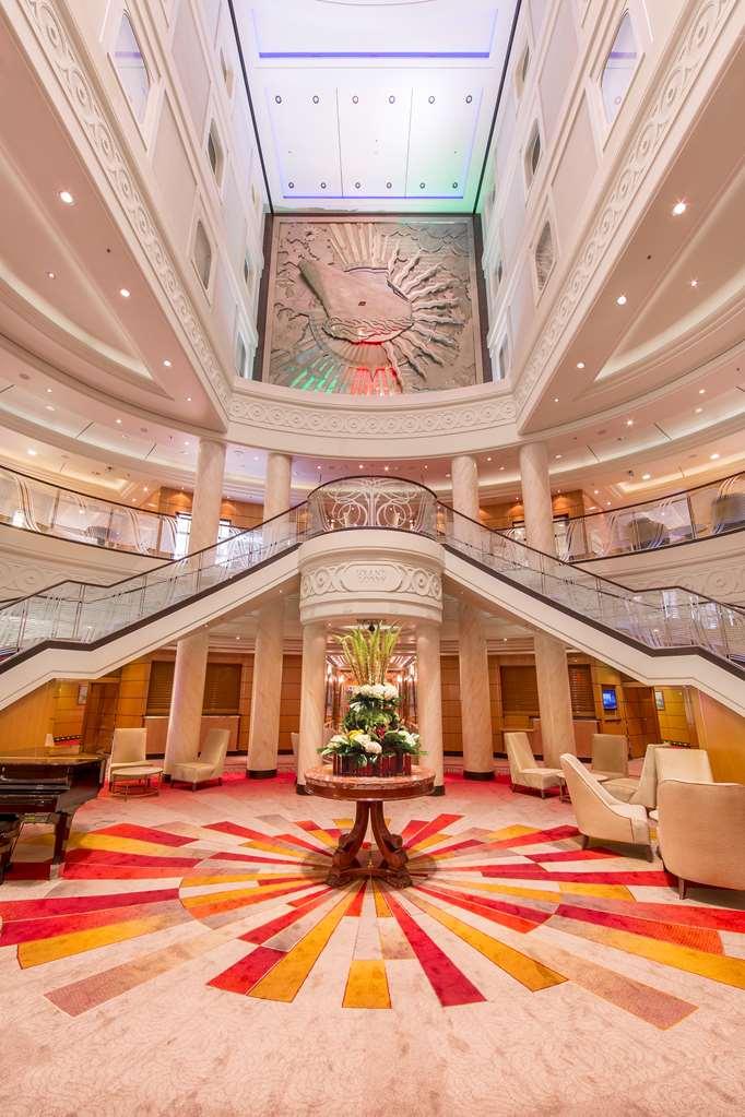 Queen Mary 2 Grand Lobby.jpg