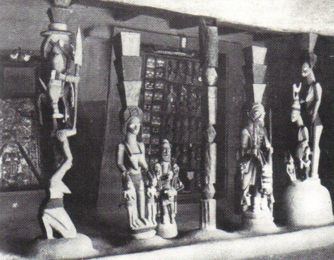 Yoruban caryatids and carved door - Image courtesy Rand African Art (www.randafricanart.com)