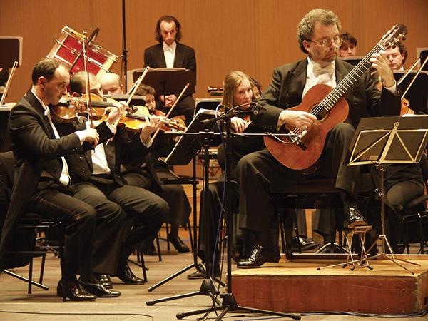 Manuel Barrueco with the Galicia Symphony Orchestra; photo credit Asgerdur Sigurdardottir