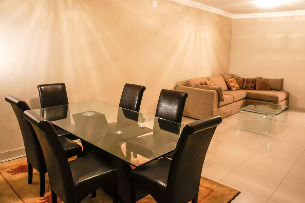 Dining Area & Lounge
