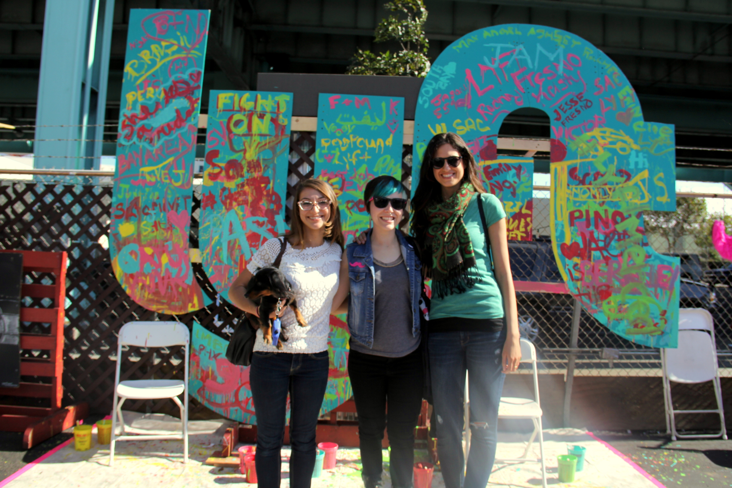 Artistic attendees were invited to get their hands dirty on a gigantic model of the Lyft logo.