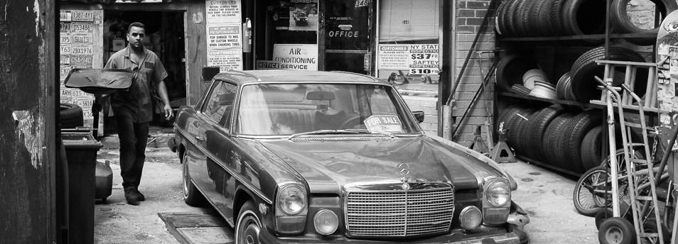 black-and-white-auto-repair
