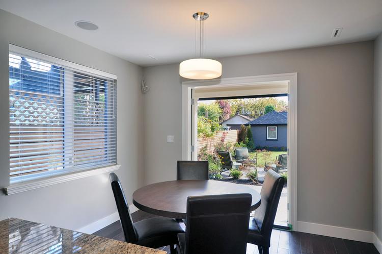 08.Custom+Home+-+Kitchen+Table.jpg