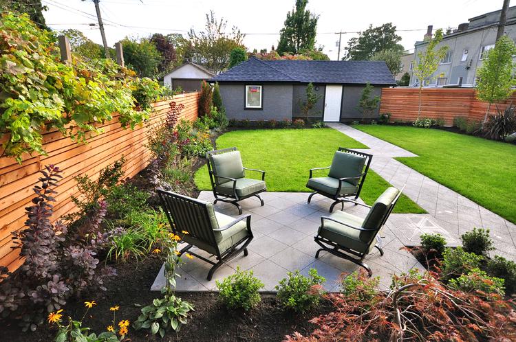 11.Custom+Home+-+Backyard.jpg