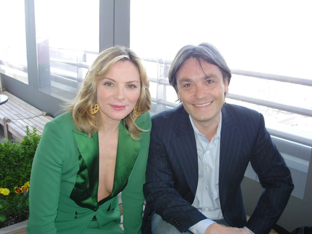 Manuel con Kim Catrall.