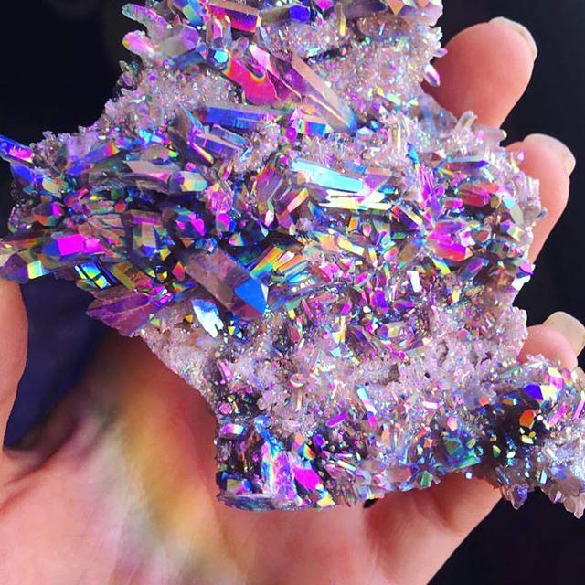 Rainbow Aura crystal vía @aurafy_ ✨ #glittertogo