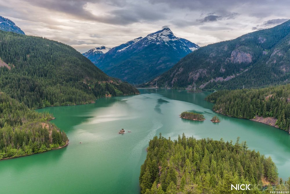 North Cascades National Park: A beautiful view of an emerald lake, Mt. Diablo.