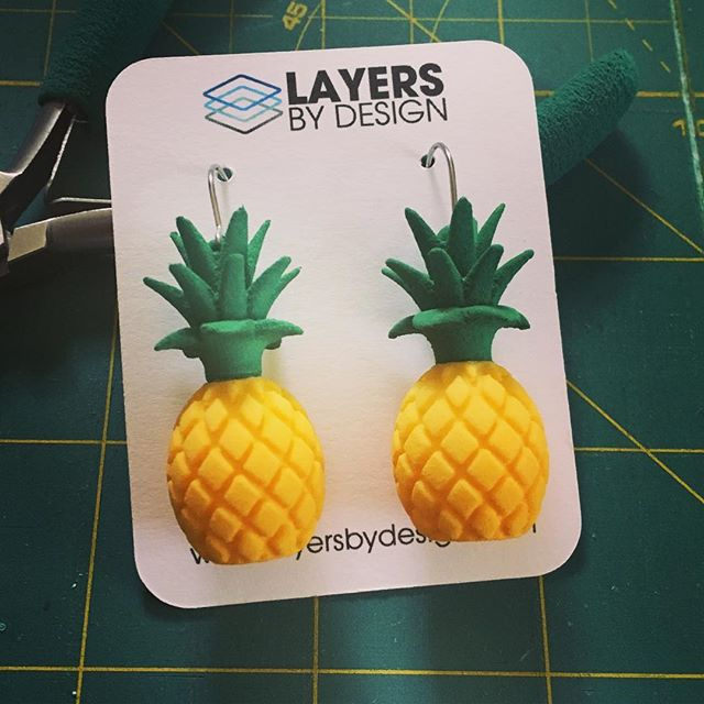 4 Days Till Deer Ridge Holly Days Craft Show! #fwcs #deerridgeelementary #hollydays2017 #3dprintedjewelry #pineapples #earlychristmasshopping October 21st, 2017 from 9am to 3pm #fortwayne #saturdayshopping