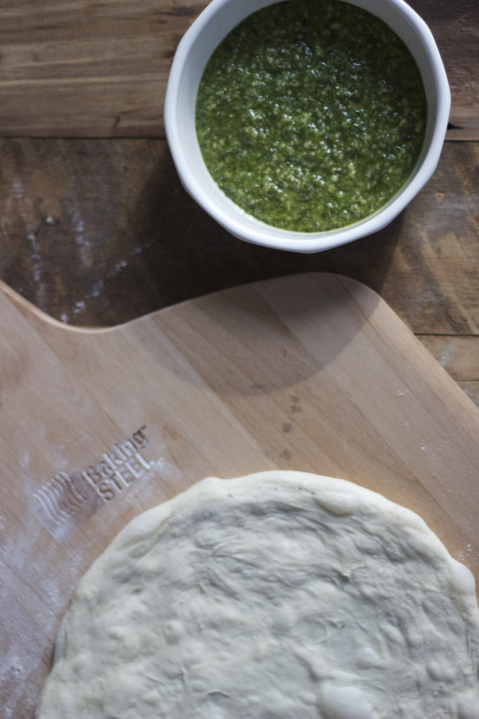 no knead dough and pesto