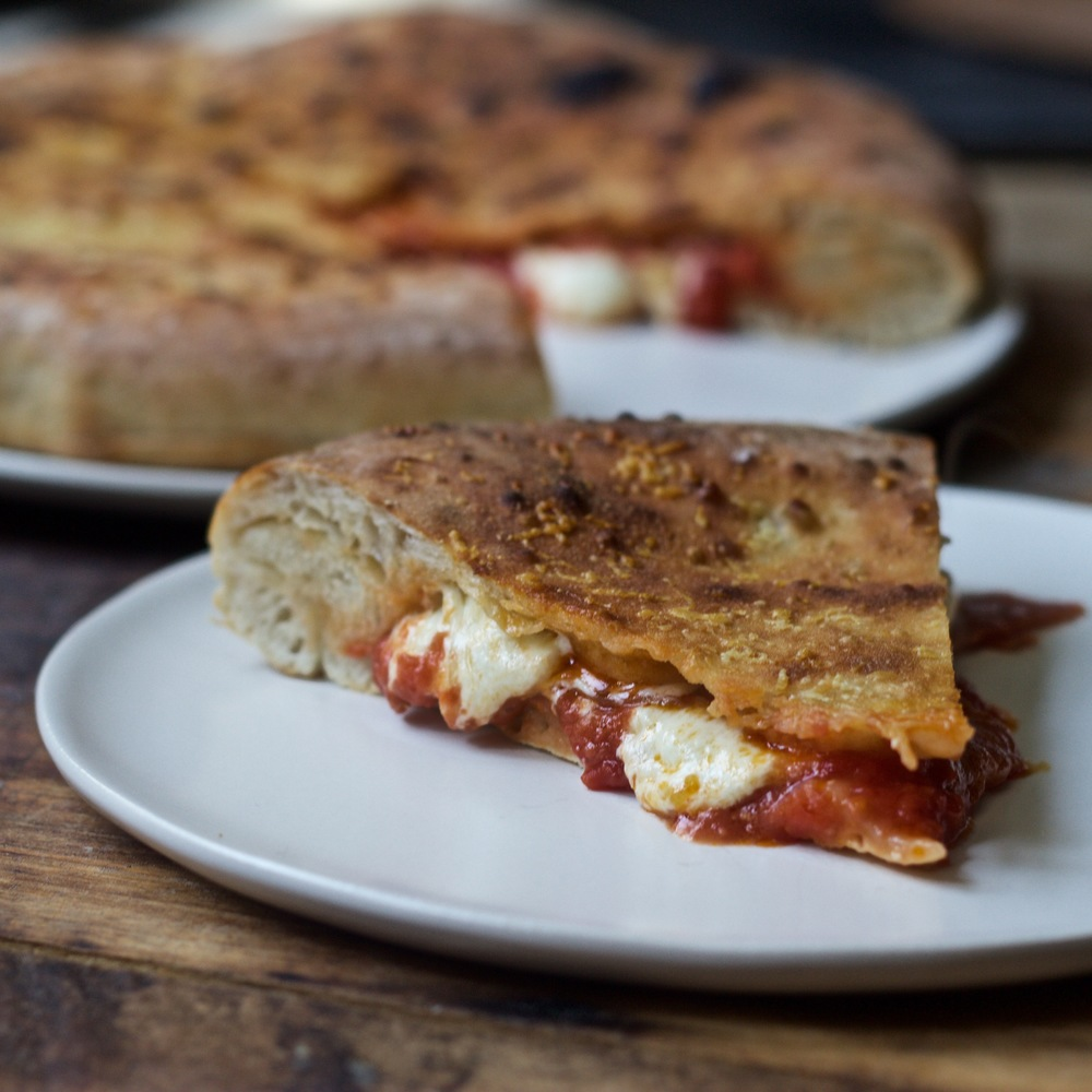 slice and serve Tomato Pizza