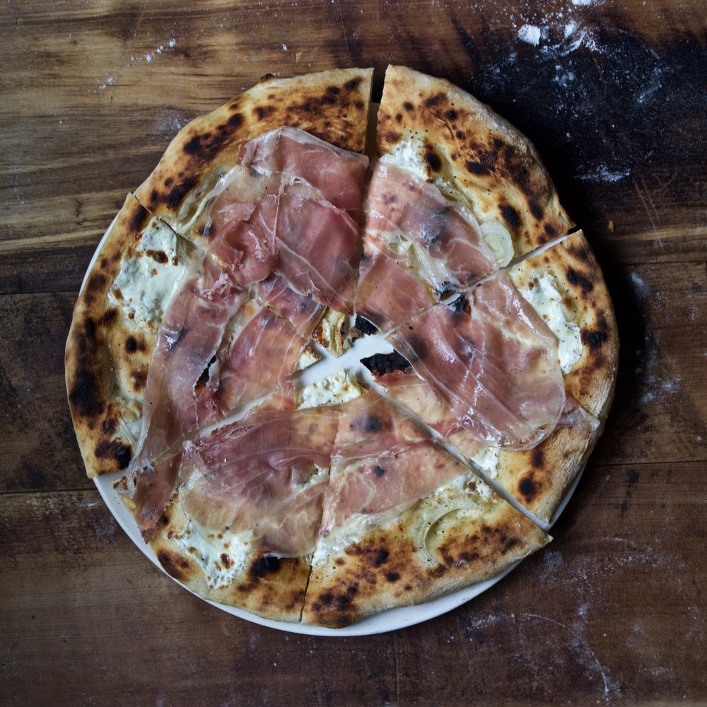 Prosciutto and fresh mozzarella pizza