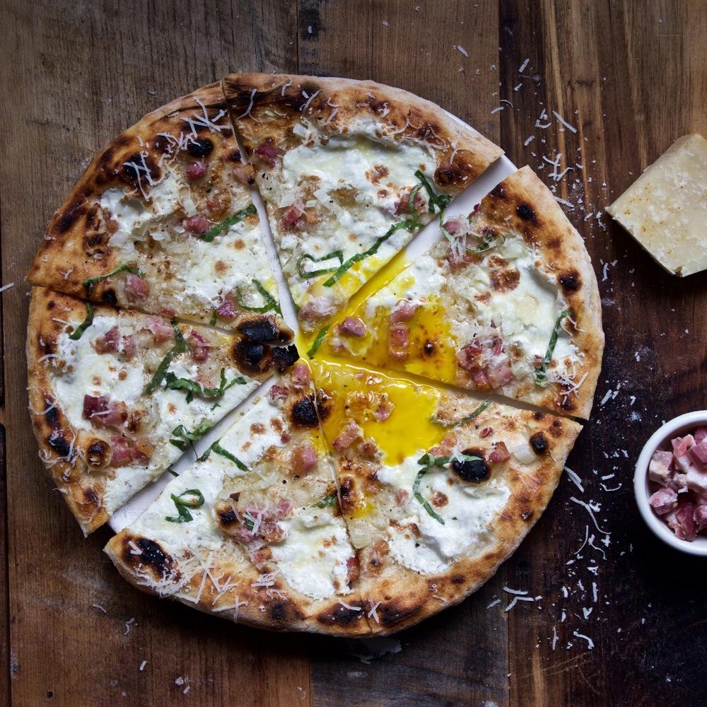 carbonara pizza egg yolk