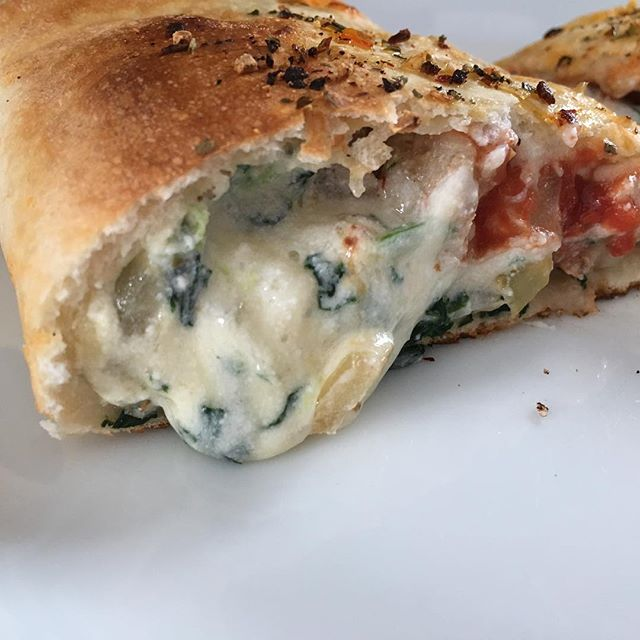 Everyone loves a calzone. So cheesy. Love it  @flwrpwr_chick !