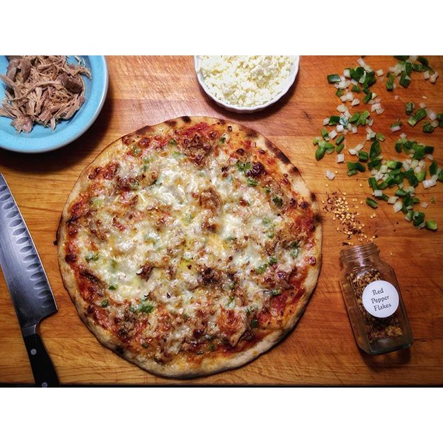 @savoringtraditions  put carnitas and bacon on this sourdough crust, and instantly got more friends.